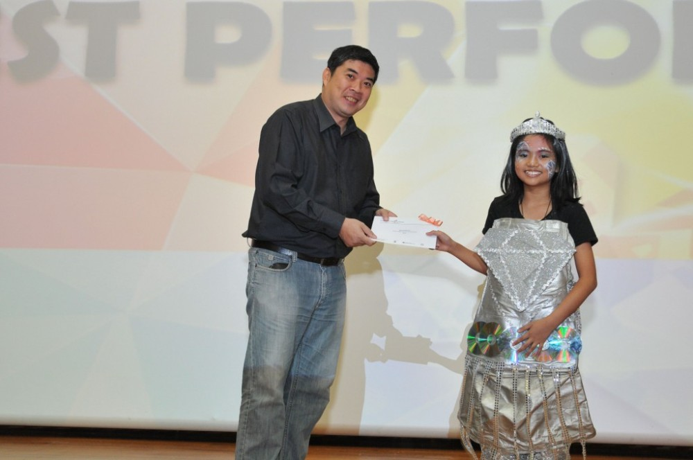 Nadine receiving her Best Performer Award