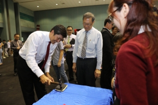 MIN testing the ArmourPlas invention by Tay Yi Jing (Commendation Award Winner from Sofshell Pte Ltd)